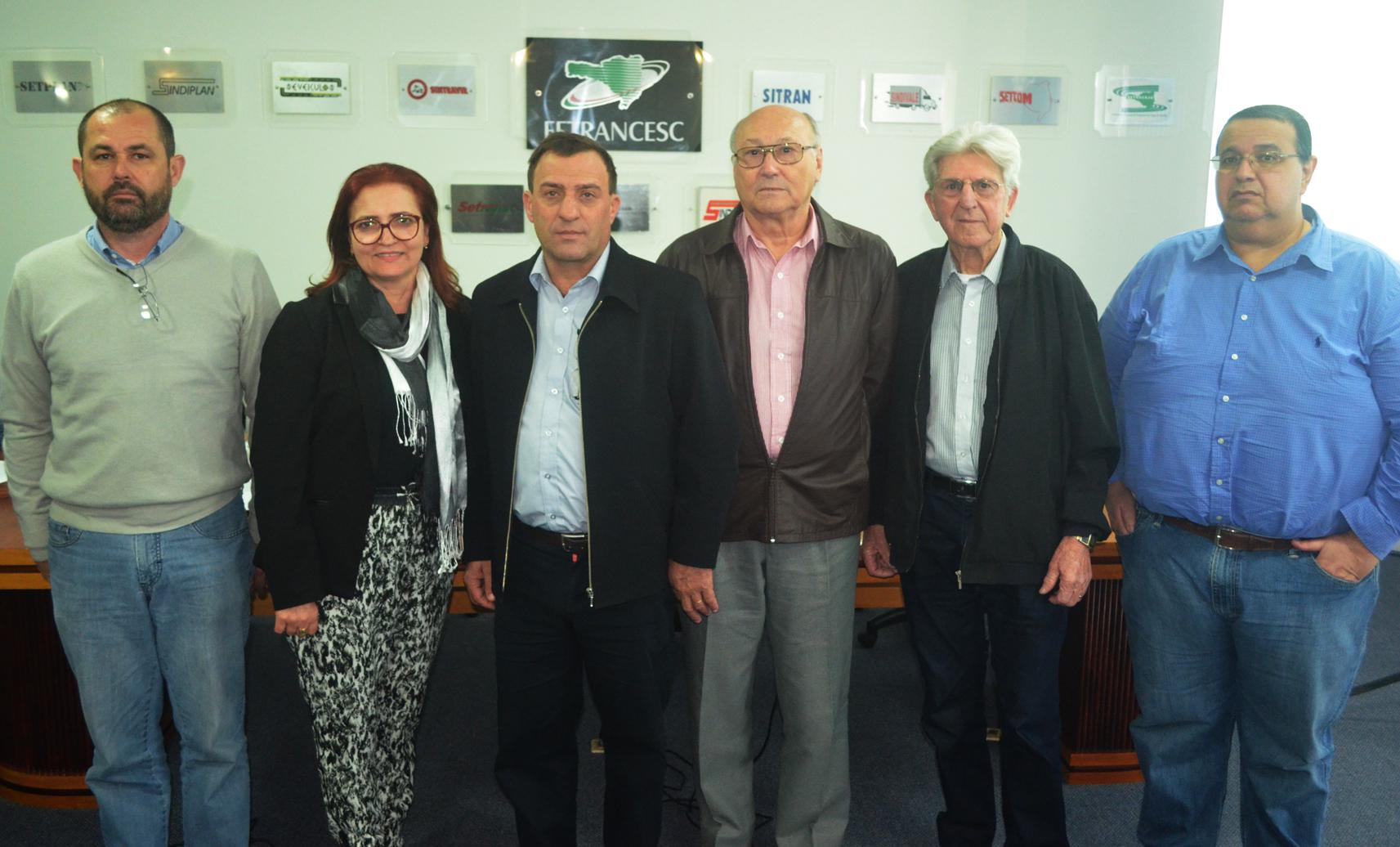 Sr. Irineu (4º da esquerda para a direita) e membros do Conselho Superior da Fetrancesc (Foto: Heloiza Abreu/Fetrancesc)