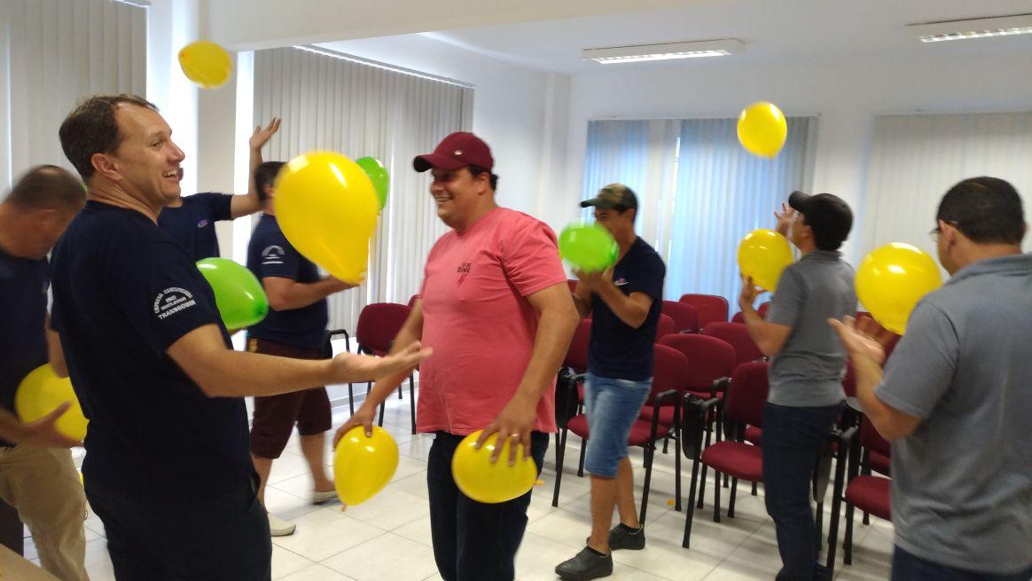 Representando desafios do trabalho, objetivo é nunca deixar o balão cair